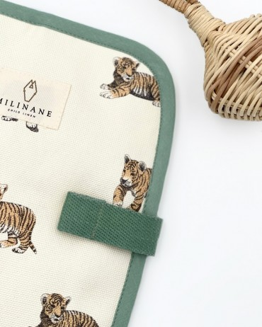 Protège carnet de santé tigre ouvert