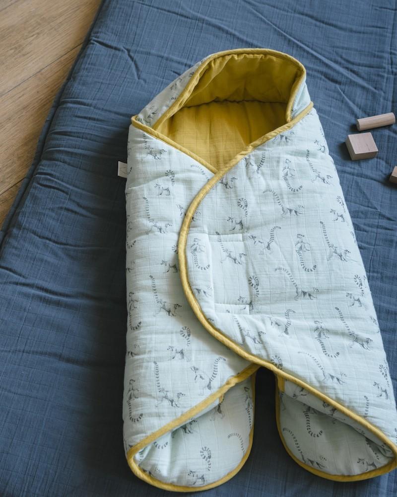 La couverture nomade de Milinane existe en couleur pêche et gris orage, céladon et gris orage et terrazzo.