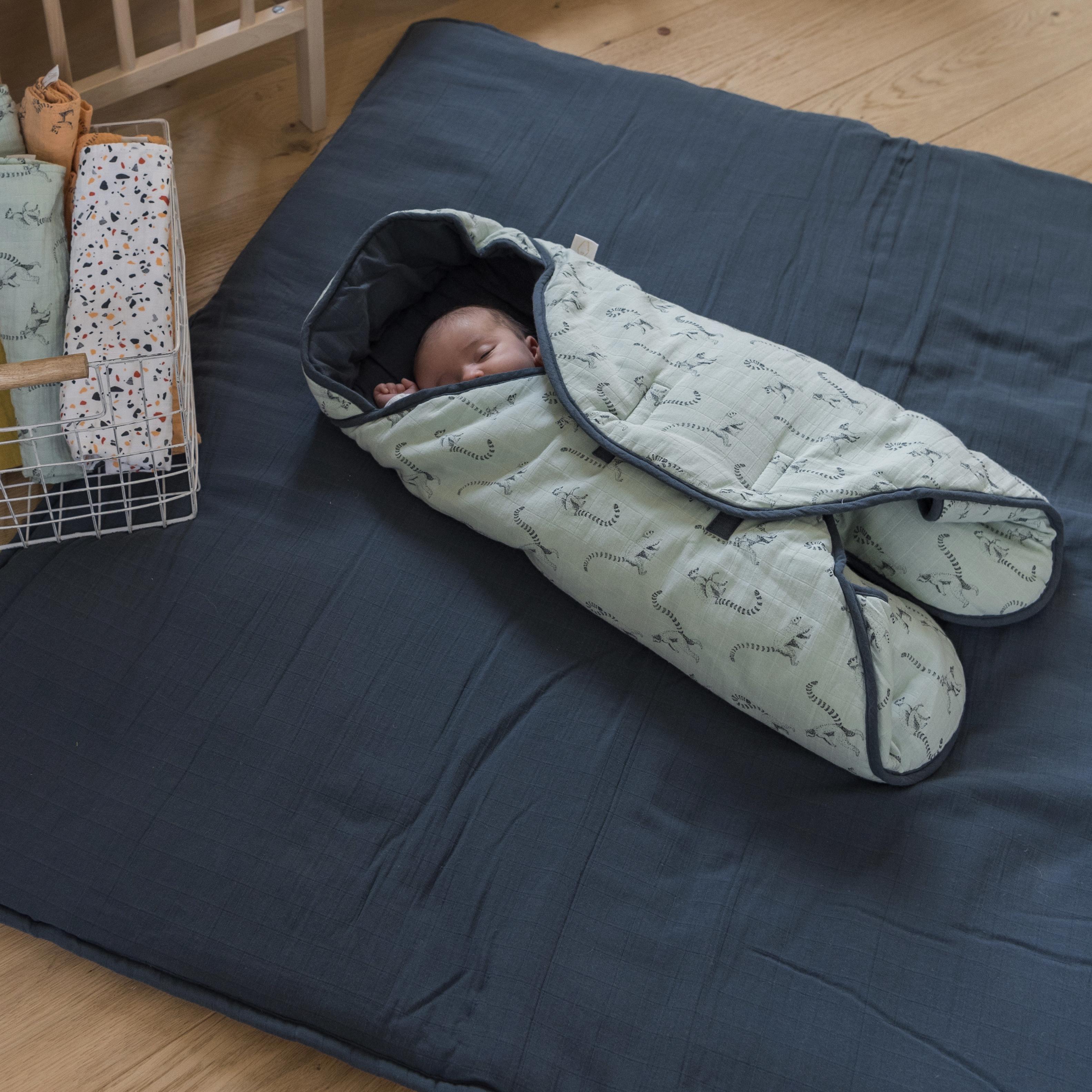 Princess warmly wrapped in the nomadic blanket Milinane
