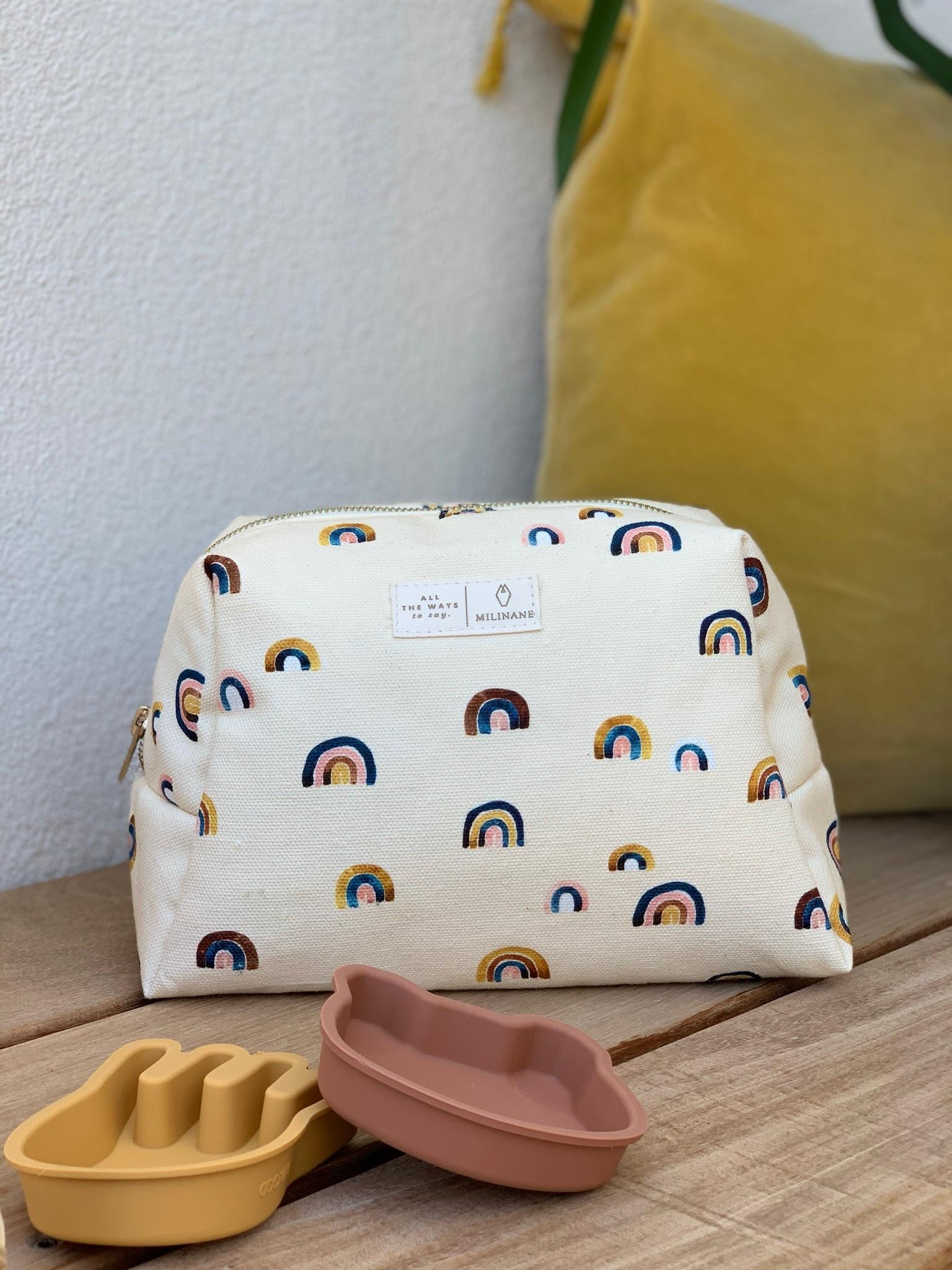 Trousse de toilette de voyage pour bébé au motif arc en ciel de la marque Milinane