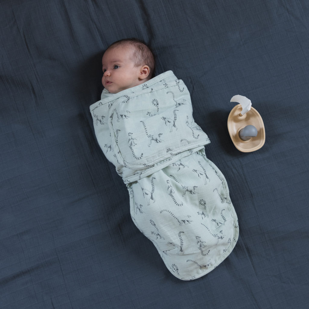 The spirit of Milinane, a swaddling enthusiast, offers a swaddling blanket that is practical and easy to use.