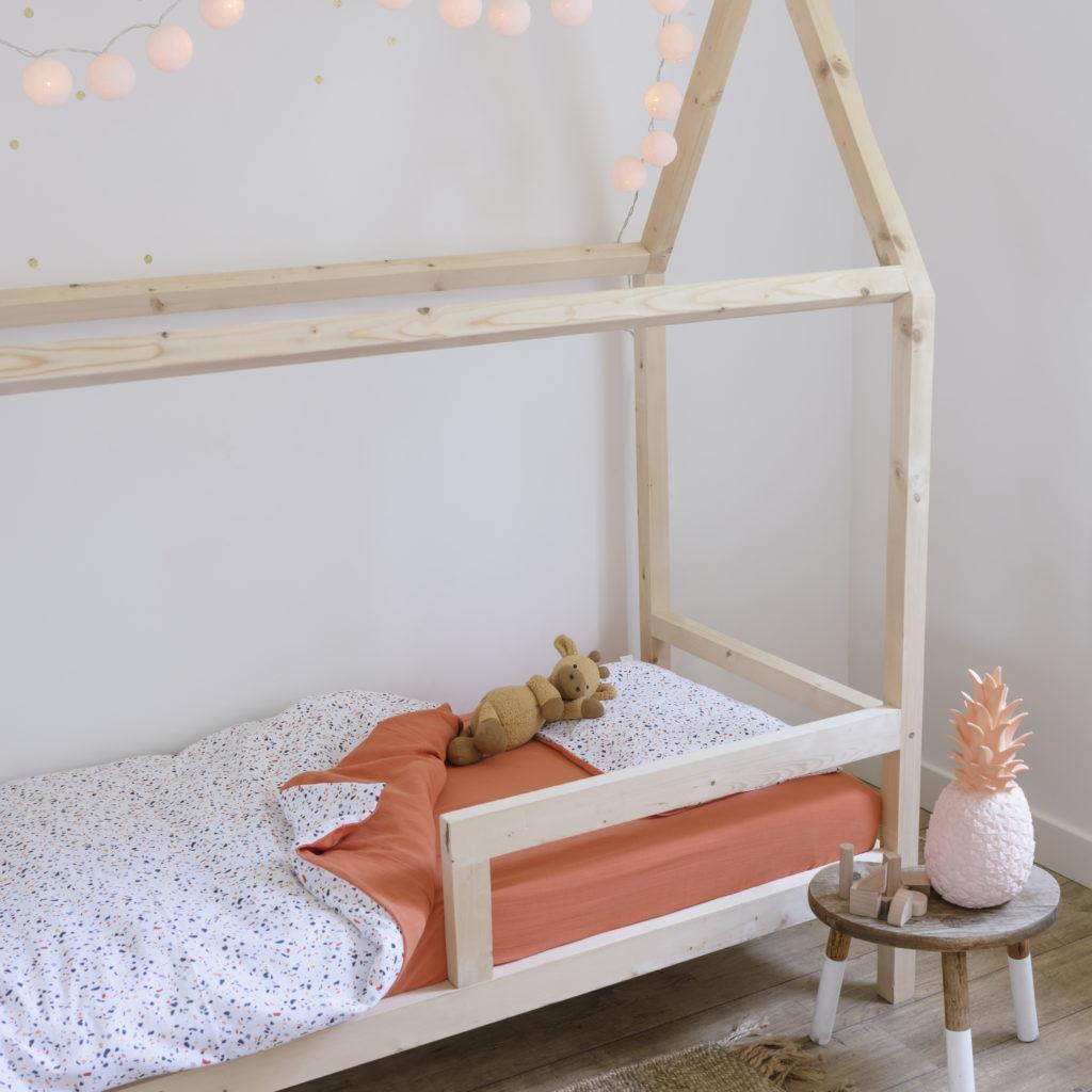 Children's bed linen set in cotton muslin, terrazzo pattern